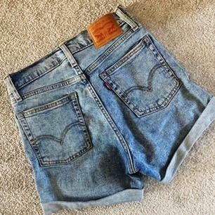Högmidjade shorts, knappt använda