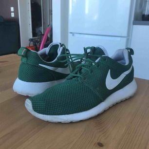 Gröna Nike skor. Använda men fin skick! 😍