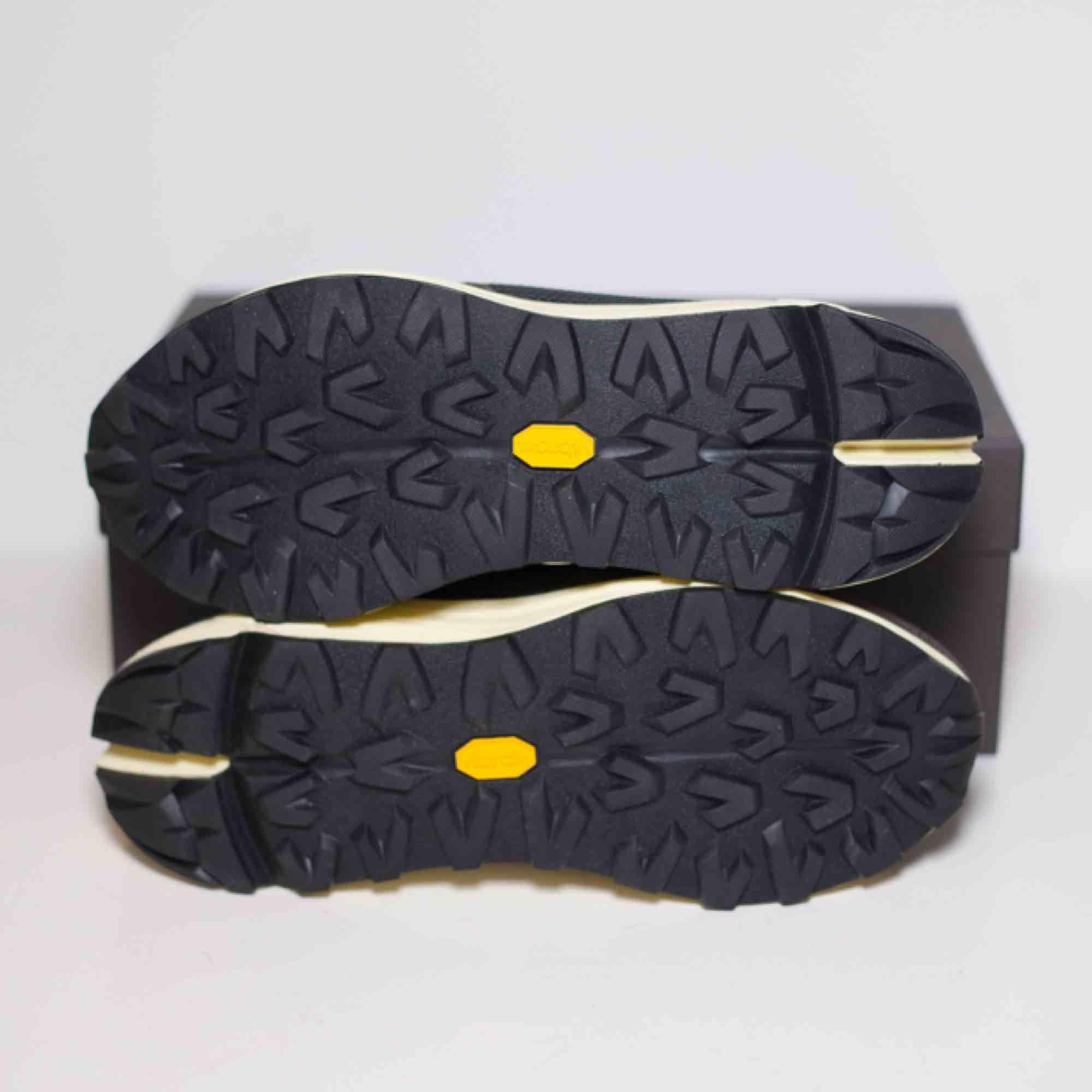 Säljer ett par Our Legacy Mono Runners i Anthracite färgen! Nypris: 3500kr  Size: EU 40 (sitter 41-42) Cond: 10/10 (aldrig använda). Skor.