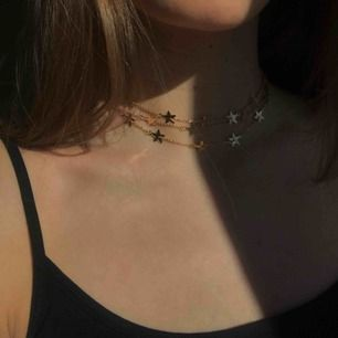 Superfint treradigt halsband från Na-kd. Aldrig använt så i helt nyskick. Säljer då det inte kommer till användning av mig. Frakt betalas av kund, pris kan diskuteras 💫