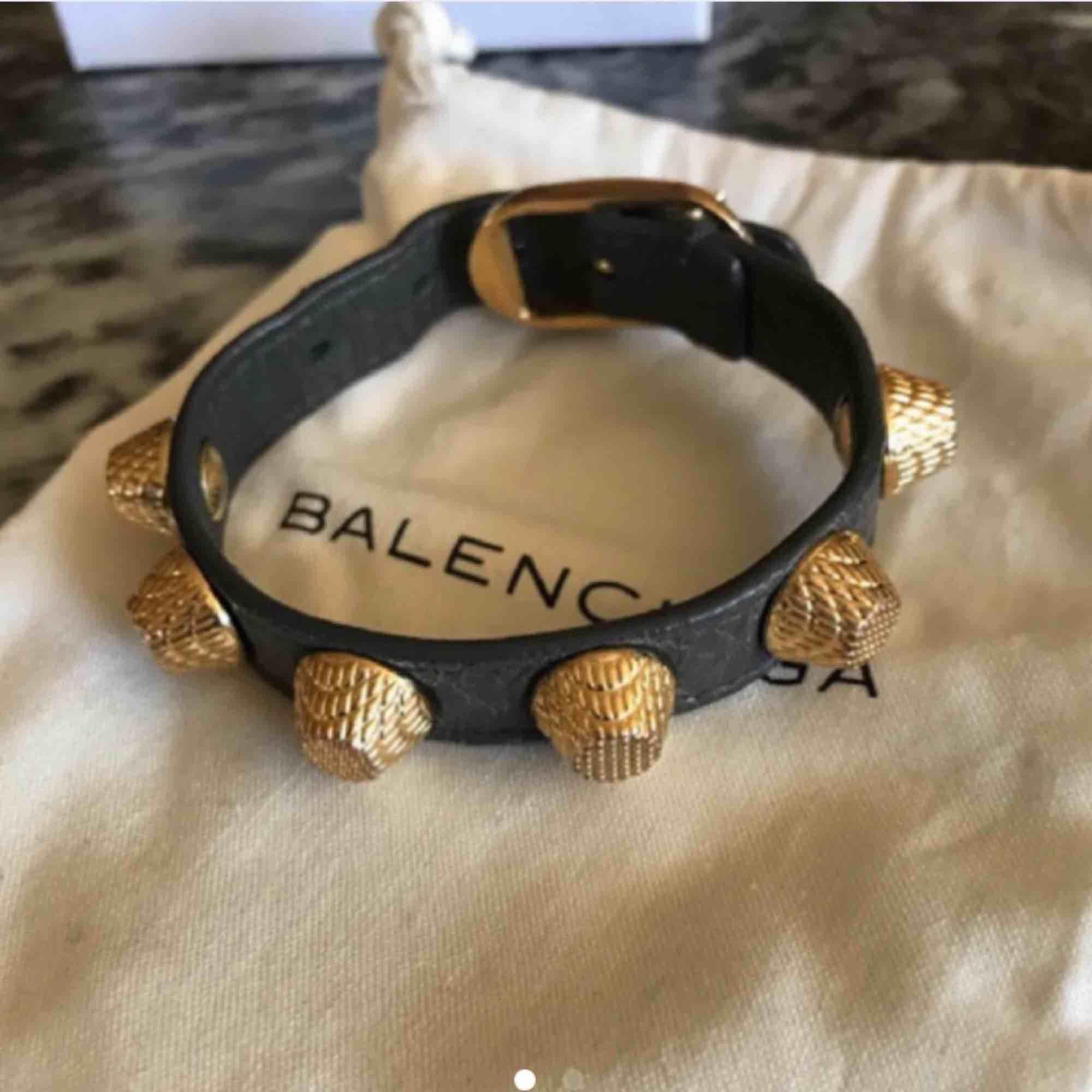 Balenciaga armband, frakt 50kr. Accessoarer.