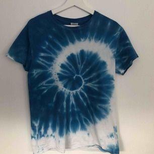 Tie dye t-shirt från Beyond Retro, köpe för 250kr. Jättefin med en långärmad under eller i stoppat i byxorna. 100kr + frakt 💓