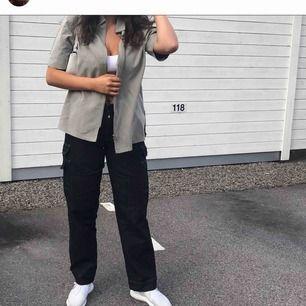 Grå oversize vintage tröja. Möts upp i Växjö eller skickas mot frakt.