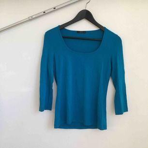 Basic tröja med trekvartslång ärm.  Köpare står för frakt.