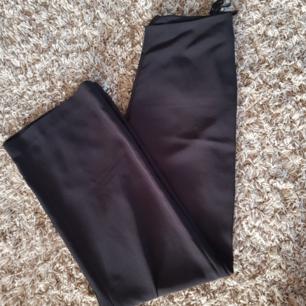Kostym byxor storlek (8)  M kan passa L