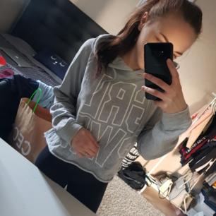 Cropped hoodie storlek S GRL PWR