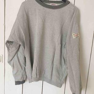 Vintage tröja från Dobber. Har fått ärva den från morsgumman min! Kan mötas i örebro och kan frakta 🧡