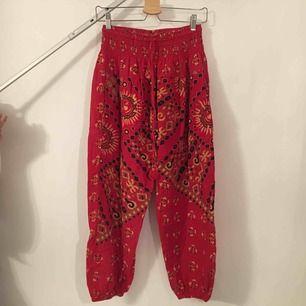 Sköna bohemiska byxor. Tillverkare eller storlek ej angivet men skulle säga att det är XS.  Köpare står för frakt.