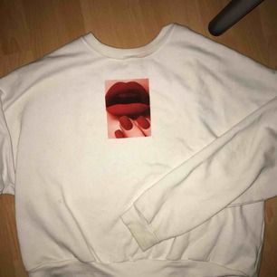Skitsnygg tröja från carlings, använd ett fåtal gånger och i väldigt bra skick💜 kan mötas upp i Stockholmsområdet