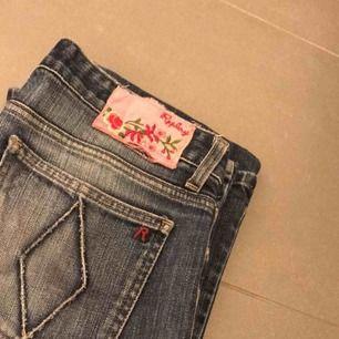 2 st par jeans, ena från replay.  200kr st eller 300 för båda två! Bättre bilder skickas om så önskas