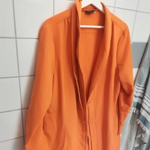 Längre tunnare sommarjacka / skjorta / klänning I fin färg.