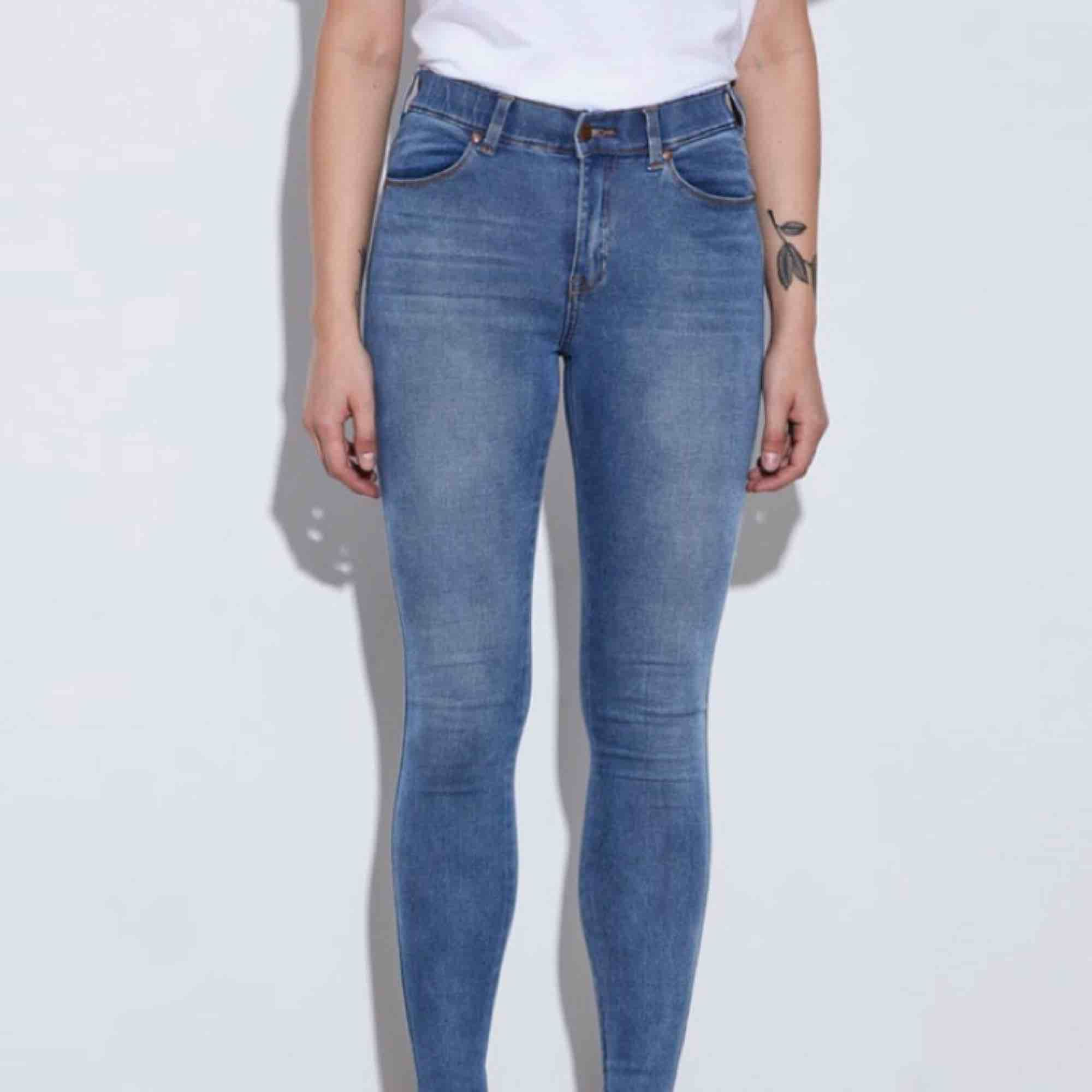 Säljer för att den inte passar mig. Har använt fåtal gånger, nypris: 299kr. Frakt betalas av kund. . Jeans & Byxor.