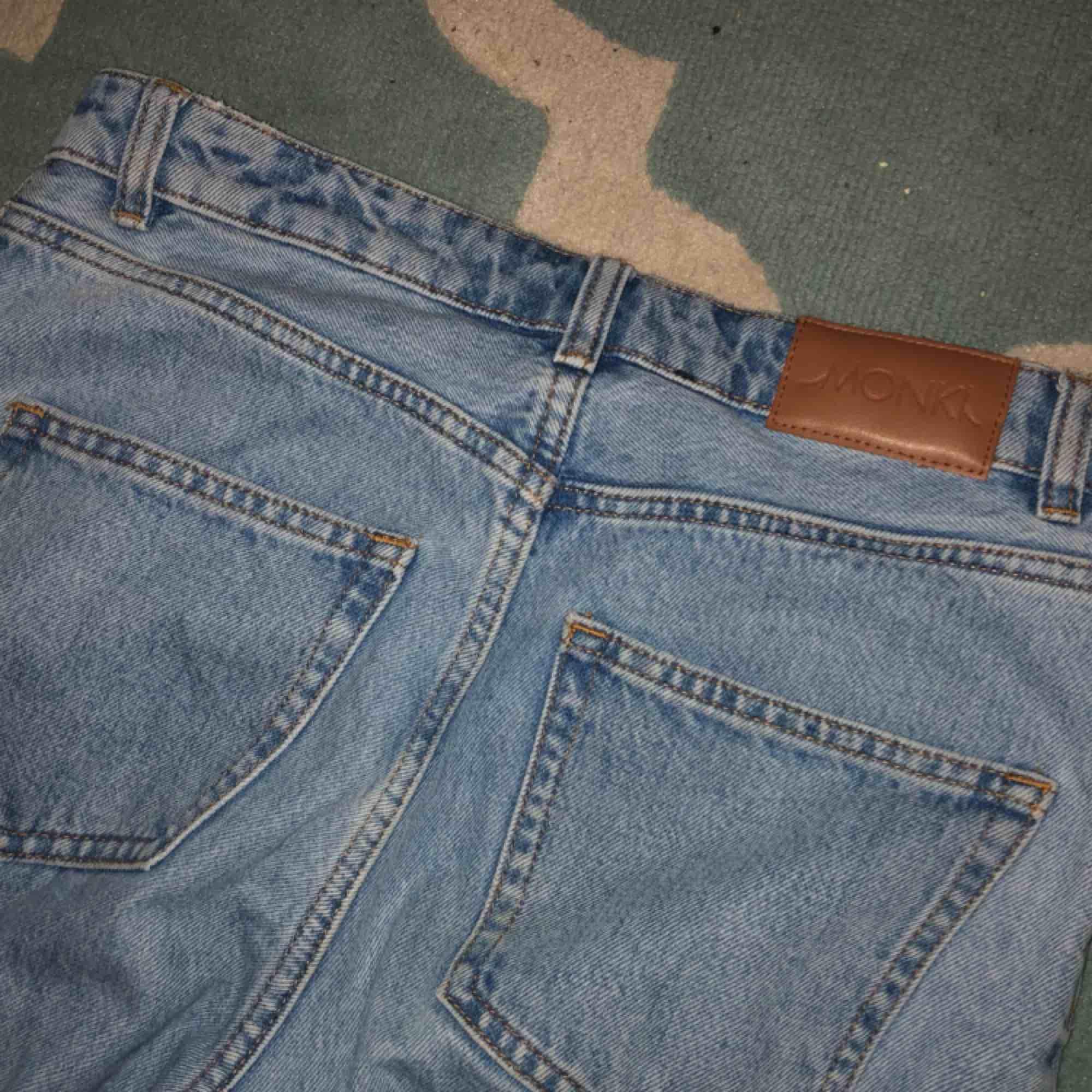 Nästintill oanvända Kimomo Jeans, säljs pga för stor storlek! Köparen står för frakt(:. Jeans & Byxor.
