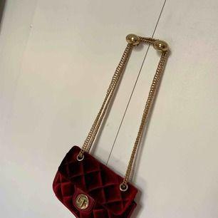 Väska köpt från Gina, använder tyvärr ej längre.  Möts i Stockholm eller frakt tillkommer