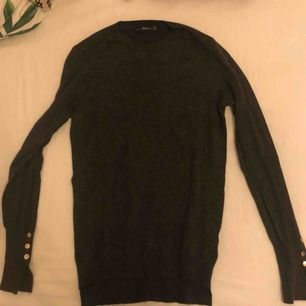 Snygg grå stickad tröja från zara