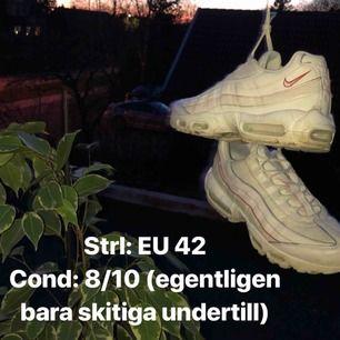 Säljer skorna för att jag inte har använt dom så mycket som jag tänkt. Behöver även pengarna relativt snart. Därför säljer jag dom till ett pangbris.  Så gott som nya utöver en skitig sula som jag kan tvätta.  Snabb affär=fri frakt