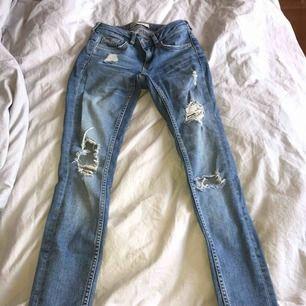 Snygga Gina tricot jeans i stl 24