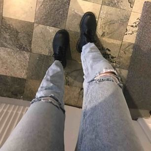 Oanvända jeans från cheap monday! 29 i midjan 32 på längden! Frakt tillkommer