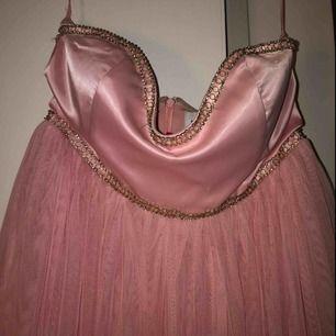 Riktig prinsessklänning ifrån Nelly.com (har aldrig använt den hehe) ⚡️ köpare står eventuell frakt (175kr)