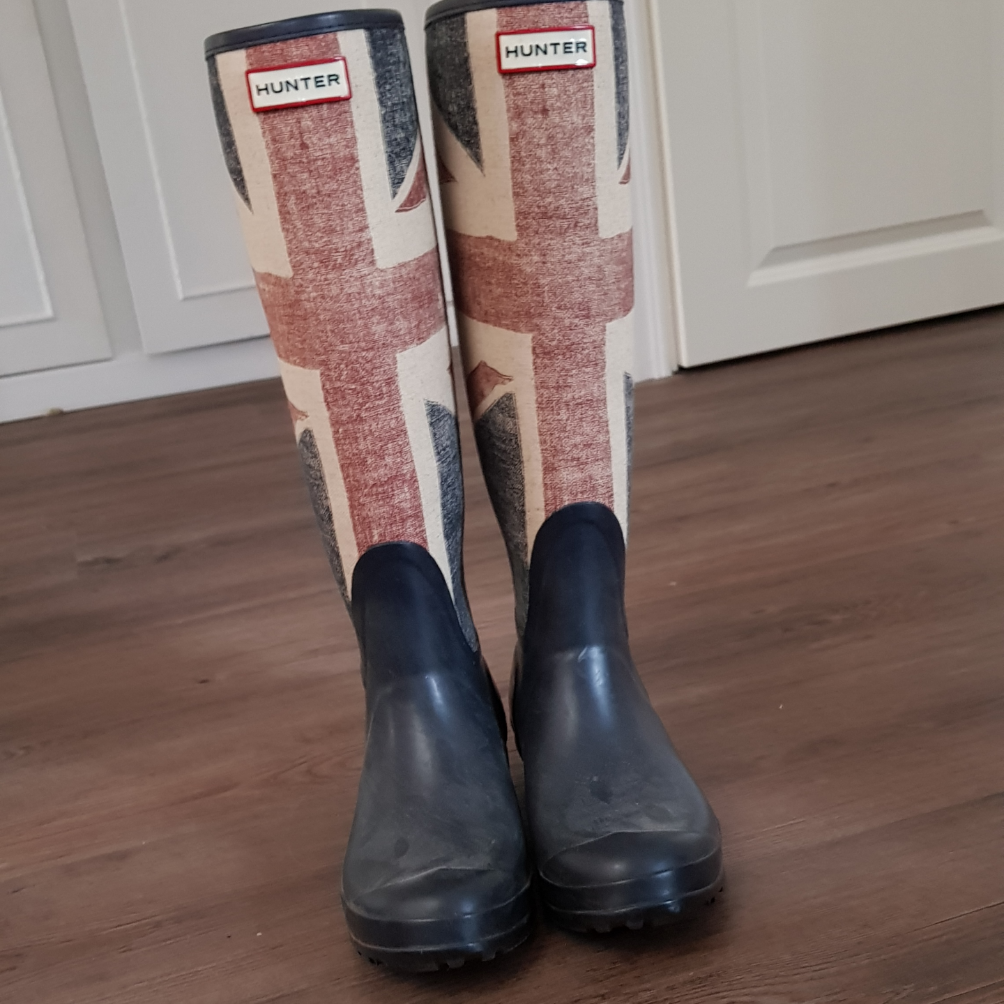 Different & sketchy hunter boots in good condition.. Skor.