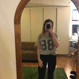 T-shirt från Gina med animalprint! Använd väldigt lite så är i bra skick😽 köpare betalar fraktkostnader! Hör av dig om du undrar nåt💗