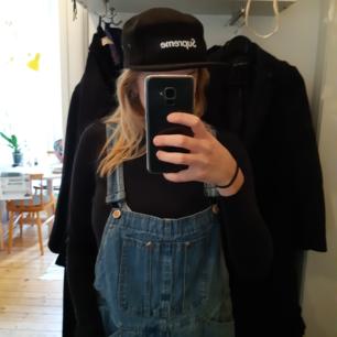 Snapback/keps Supreme (fake). Kan mötas i Stockholm eller skicka, köparen betalar frakt!