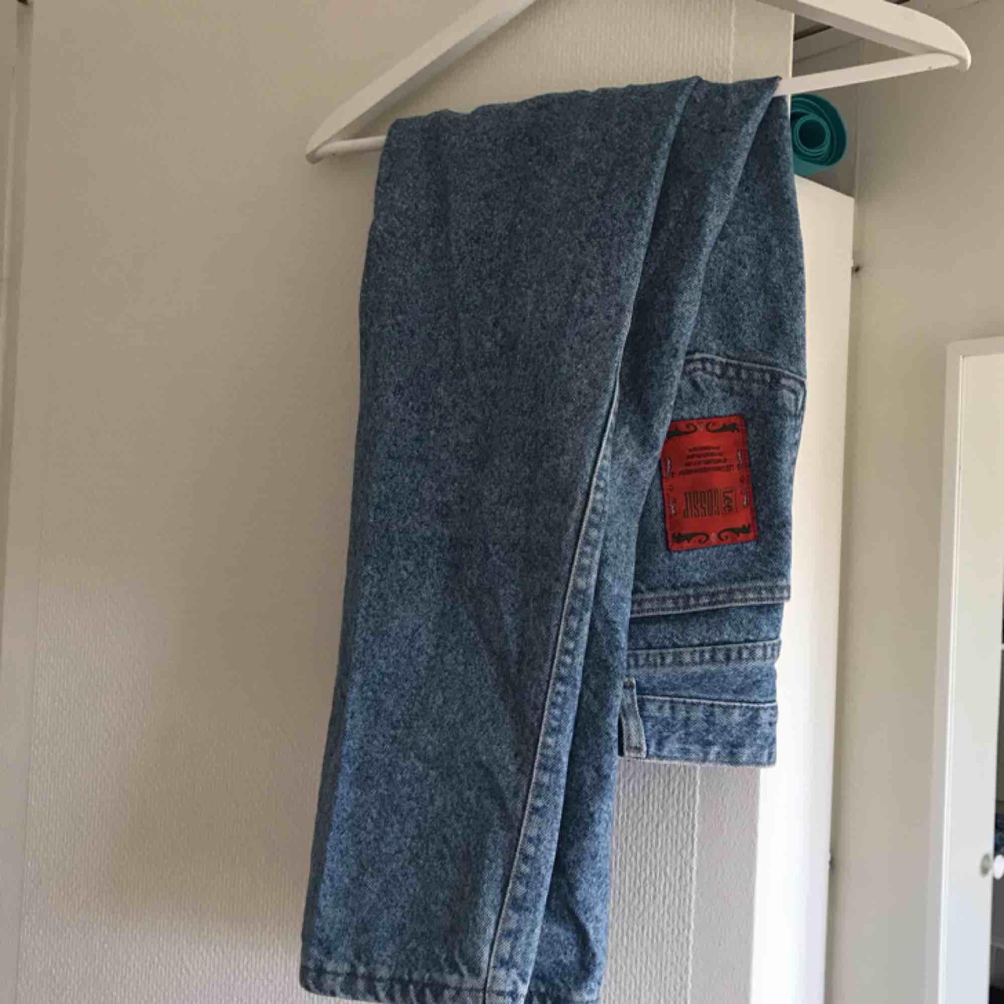 """Blåa mom jeans från Lee! Vintage modellen """"gossip"""". Storlek 28/29. Jeans & Byxor."""