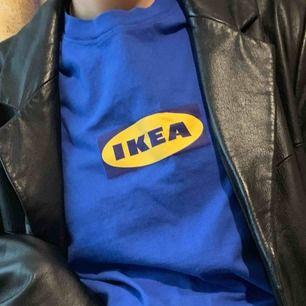 Ikea T-shirt !!! väldigt sällsynt och av bra kvalite. Stor Ikea logga på baksidan också. Sänker inte pris ❌  Frakt  58kr