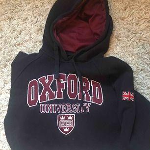 College tröja köpt i London, sparsamt använd. Nypris ca 300. Köparen står för frakt