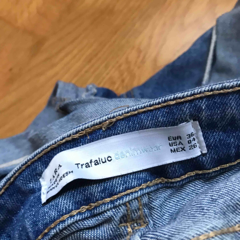 Shorts från Zara i storlek 36. Använda ett par gånger men i bra skick! Frakt tillkommer :) . Shorts.