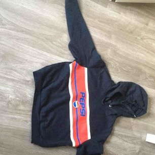 Fin hoodie från hm, måste säljas pgr utav att den blivit för liten kan mötas upp i närheten av Vallentuna annars står köparen för frakten jag ansvarar inte häller för slarv fel via post
