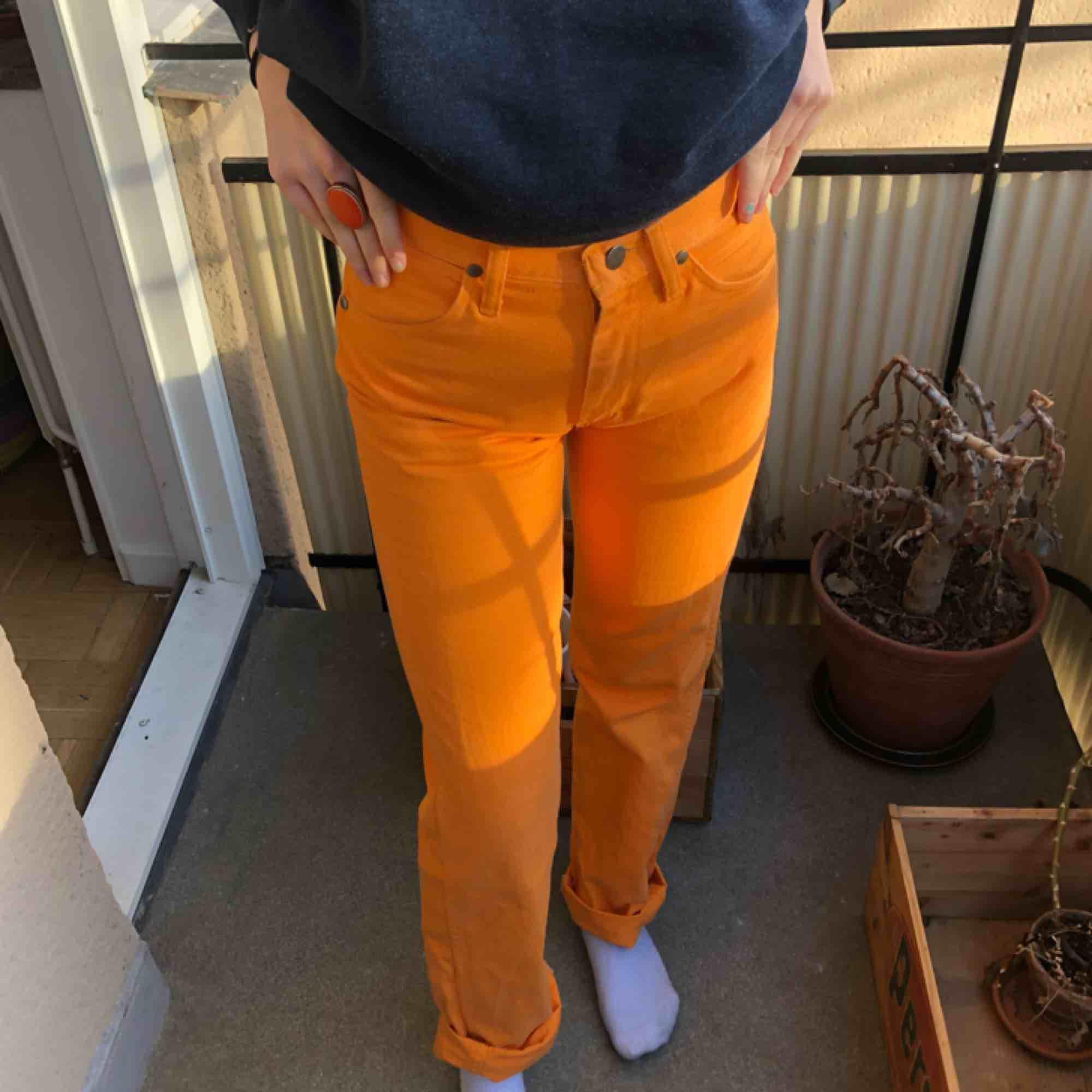 Fina 70s jeans från Wrangler köpta på Beyond Retro. Möts helst upp i slussen men kan även posta, då  tillkommer frakt!. Jeans & Byxor.