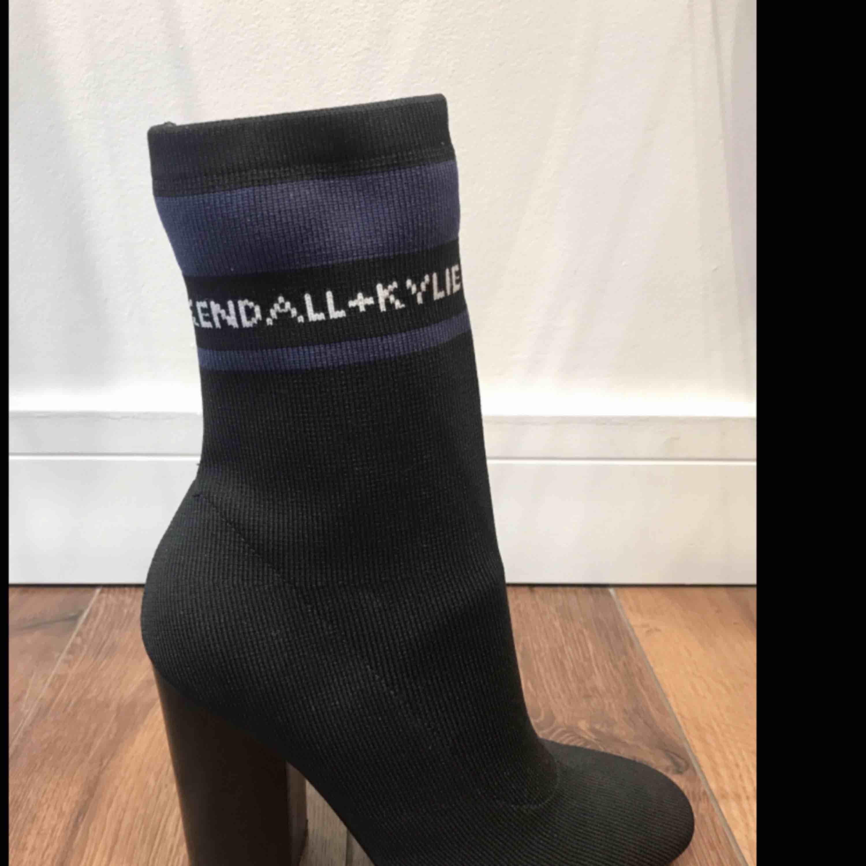 Kendall + Kylie boots. Skor.