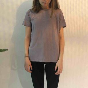 Lila t-shirt från bikbok Sparsamt använd! Köparen står för frakt men kan mötas upp i uppsala