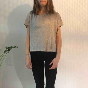 Randig t-shirt från hm Använd men i hyfsat skick