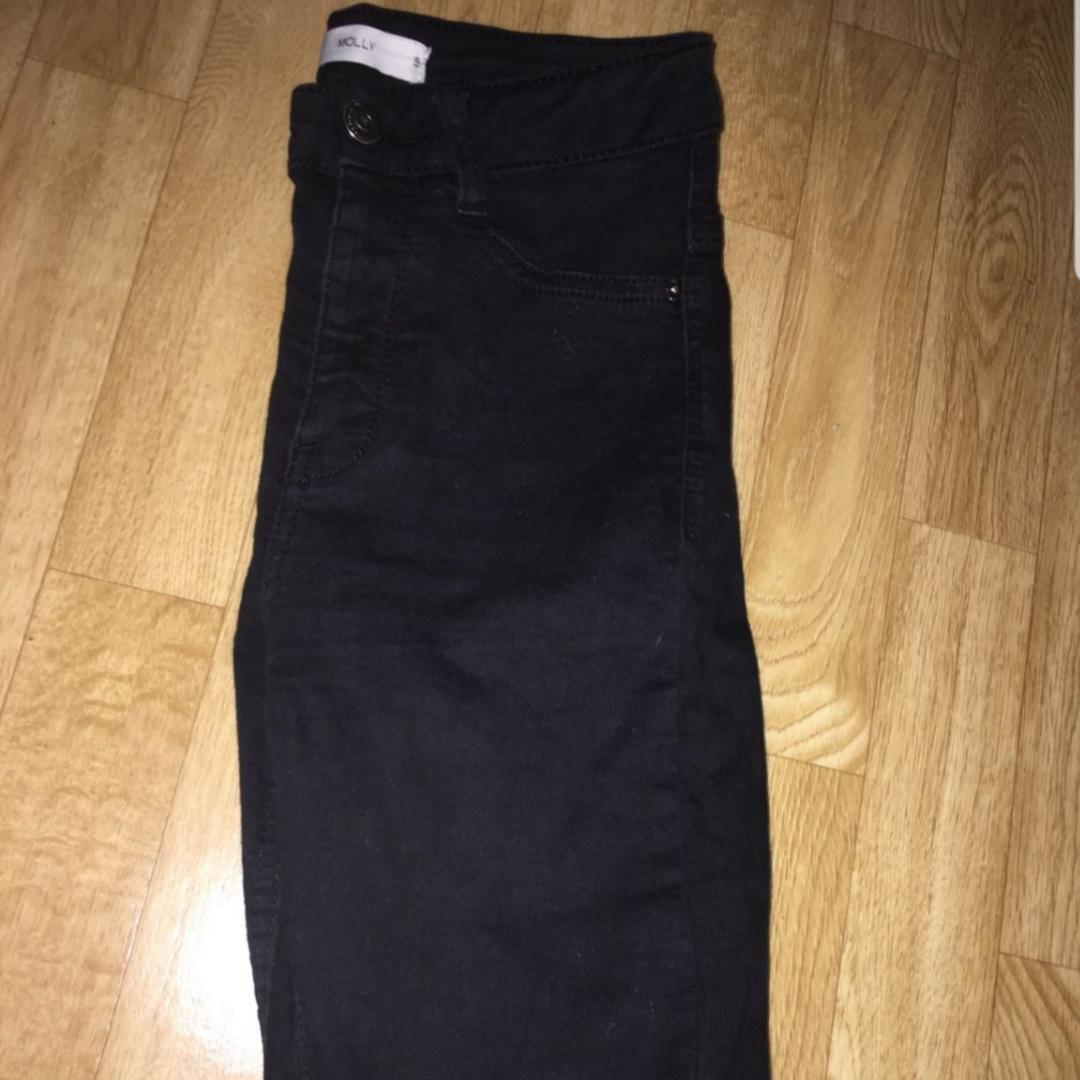 Gina tricot jeans Storlek 36  Avklippta passar de som är 160 sm långa  . Jeans & Byxor.