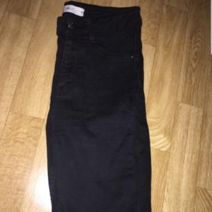 Gina tricot jeans Storlek 36  Avklippta passar de som är 160 sm långa