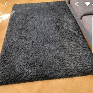 Rya matta från Mio  Ca 147 × 205 Mörkgrå