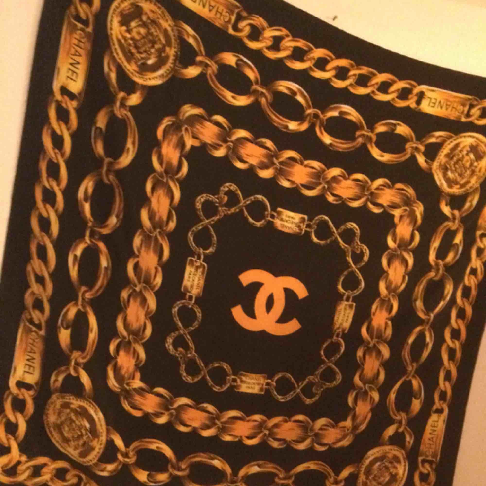 Chanel 31 rue cambon Paris silkes schal. . Accessoarer.
