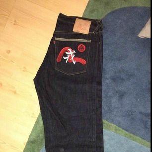 Evisu jeans. (90')