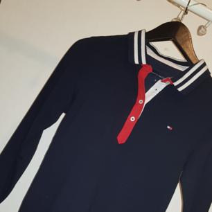 Säljer en Tommy hilfiger tröja i storlek S  Bra skick