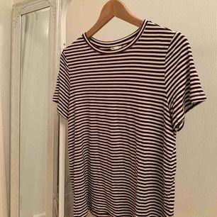 Randig t-shirt från Cubus i storleken L.