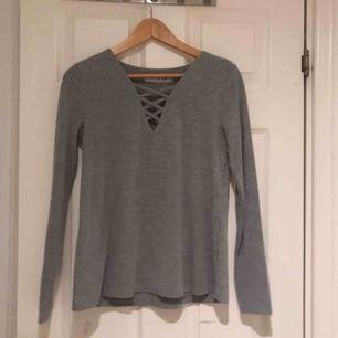 Jätte fin grå tröja som knappt är använd. Köpt på Ullared. Möts upp i Uppsala eller så står köparen för frakten:)