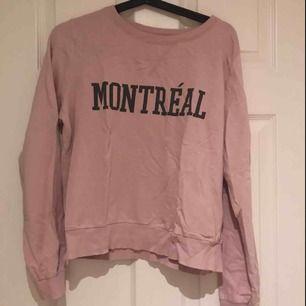 Ljusrosa tröja från Ginatricot i storlek M och även i bra skick, använd ett få tal gånger. Möts upp i Uppsala eller så står köparen för frakten:)