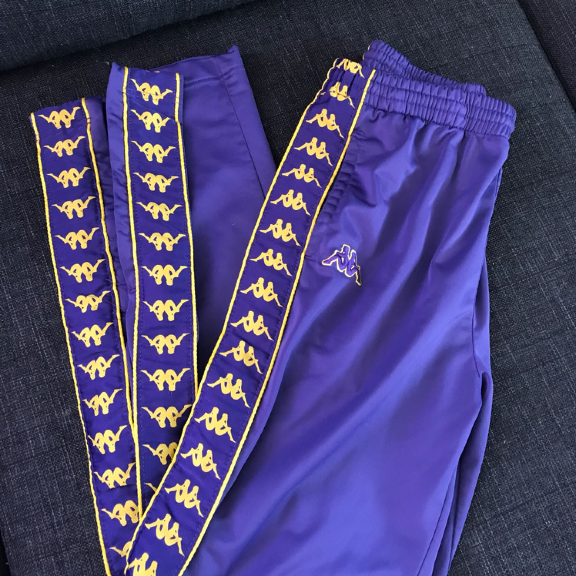 Kappabyxor strlk M, fint skick! Fraktkostnad på 63kr tillkommer ☂️. Jeans & Byxor.