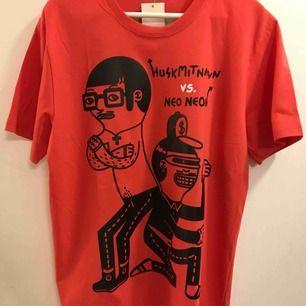 """En ny """"Husk mit navn"""" t-shirt i storlek L.  25:- plus Frakt 18:- = 43:- totalt"""