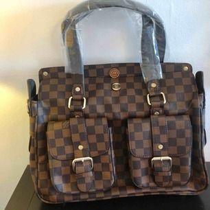 Helt ny Louis Vuitton väska, a kopia. Väskan ser it exakt som en äkta bara utan serie nr.
