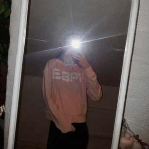 Hoodie i ljusrosa från Primark med texten