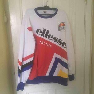Fin tröja från Ellesse, som ny, knappt använd. Oversize. Frakten ingår.