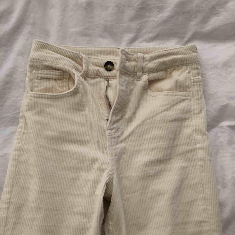 Aldrig använda från hm, sitter fint på. Passar en kortare person mellan 150-160 då dem är lite kortare.. Jeans & Byxor.